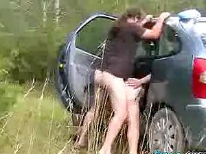 Ce chauffeur de taxi baise une prostituée gratuitement