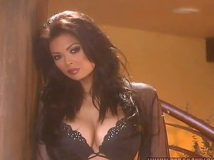 Sex industry star Tera Patrick Playing With Herself in Black Underwear