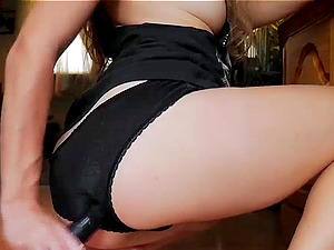 Teen Uses Vacuum To Masturbate Live