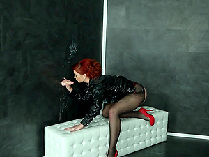 Redhead hottie Kety Pearl has fun with a toy in the glory hole