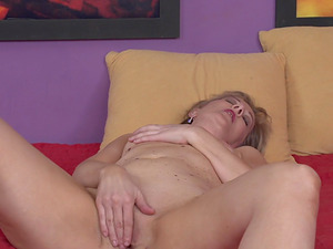 Lonely Glynis fingers herself to satisfy her desires