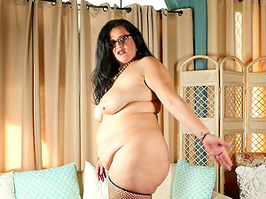 Fat lady Allison simply loves playing with her dildo