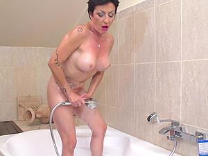 Mature babe Stefania likes to masturbate while she showers