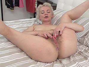 hairy mature amateur blond pics