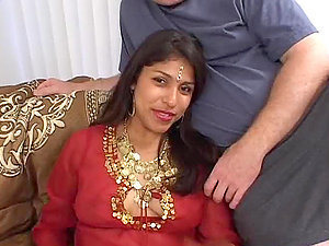 Hot Indian Tramp Dual Teamed in Assfuck Act Threesome