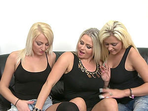 Mature lesbian amateur threesome with Lexa and Natacha