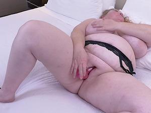 Buxom amateur mature BBW Lindy Lust lets out her huge tits