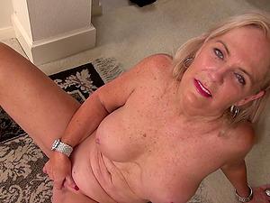 Daisy W. has freckled saggy tits and masturbates on the floor