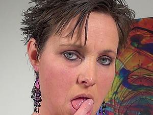 Short haired brunette mature amateur MILF Kim S. masturbates