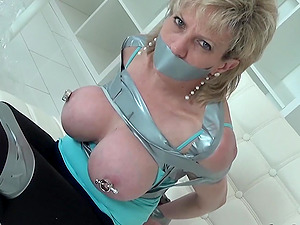 Lady Sonia has her nipples tortured