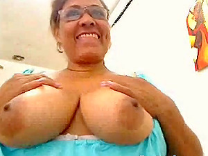 Colombian mature fingering on webcam