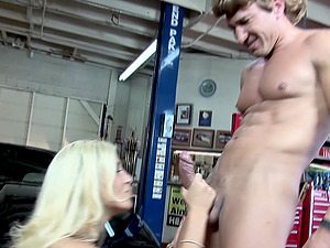 Garage shag with Evita Pozzi who loves to get fucked hard