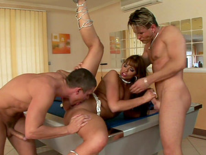 Game of billiards with Simony Diamond turns into a threesome