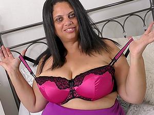 Mature buxom BBW british MILF Queen Rachel strips and masturbates