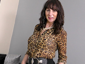 Mature British cougar Toni Lace seductively strips at home