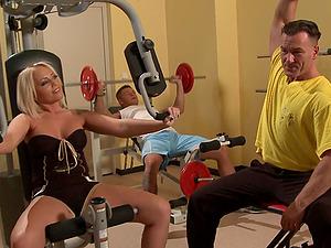 Sporty babes Mya Diamond and Sarah Simon fuck a cock at the gym