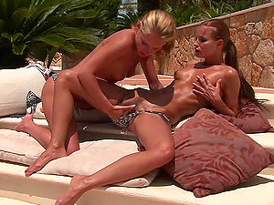 Two horny lusts Susane and Suzie Carina share some playthings
