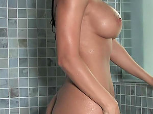 Raquel Reese is all raw and sexcited in the bathroom