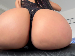 Curvy Latina bombshell Canela Skin swallows cum in fishnets