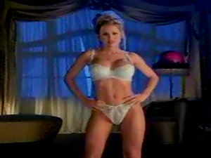Sexy bombshell Jennifer Walcott is proud of her gorgeous figure