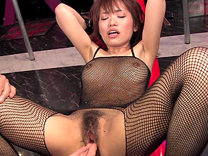 Yui Shimizu is moaning while getting both holes