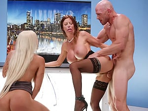 Alexis Fawx and Luna Star swap cum on live television