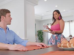 Slutty Latina bombshell Diamond Kitty wants cum on her hungry face