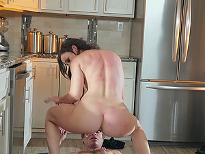 Natural MILF babe Jennifer White takes a big dick and a facial
