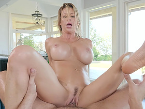 Massage session ends with a fuck and a facial for Alexis Fawx