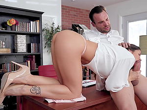 Sensual pussy fuck with brunette babe Clea Gaultier