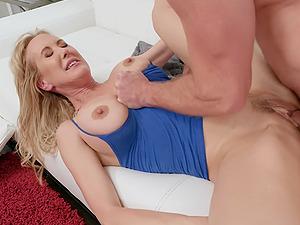 Voluptuous bombshell MILF Brandi Love gets juicy cum on her big tits