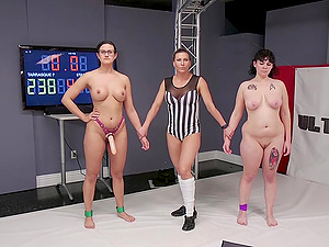 Chubby nerdy lesbians Penny Barber and Johnny Starlight in the ring