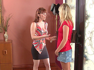 Mature lesbian Heather Starlet seduced RayVeness into pussy licking