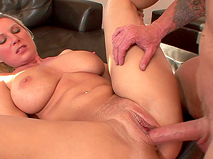 Mature big ass blonde Devon Lee bounces on a large dong hardcore