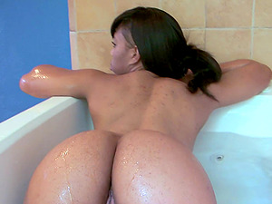 Ebony lesbian babes Myeshia Nikole and Aryana Adin have fun in the tub