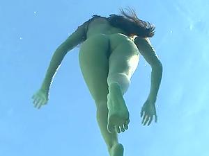 Latina kitty Lexx Lopez loves swimming naked