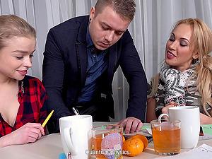 Anal hardcore threesome with Calibri and Darina sharing a dick