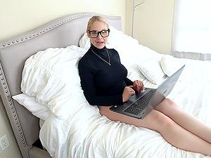 Blonde MILF with perfect tits Sarah Vandella gets a huge facial