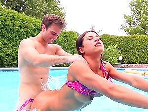 Having hard sex by the pool is the best kind of fun for Heidi Van Horny