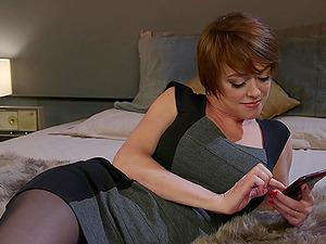 Kleio Valentien and her lesbian friends want to reach unforgettable orgasm