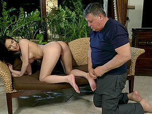 Nikki Fox asks her old friend to lick her wet and shaved pussy before sex