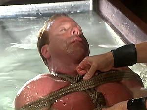 Gay dude enjoys sex kinky games with Derek Pain while he hangs