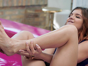 After she gives a foot fetish to her lover Renata Fox gets her pussy banged