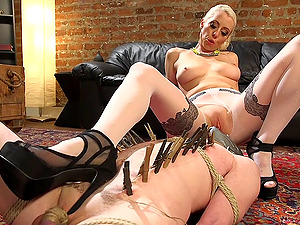 Slave by mail packet arrives for dominatrix blonde Lorelei Lee