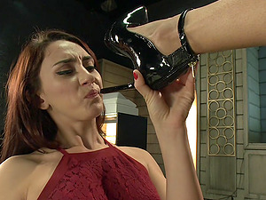 The high heels and dick eating  turns on horny tranny Jessica Fox