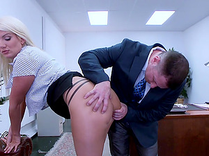 hard sex, blowjob and facesitting are priceless with Layla Price