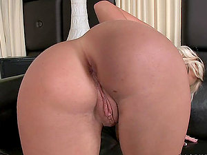Blonde Bimbo Bea Stiel Puts a Fuck stick in Her Bum while Pawing Her Nub