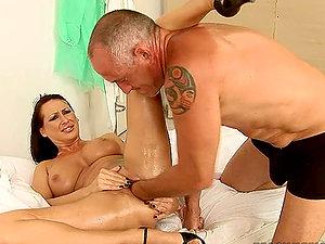 Tramp Mandy Bright Orgasms to a Hard-core Handballing and Playing