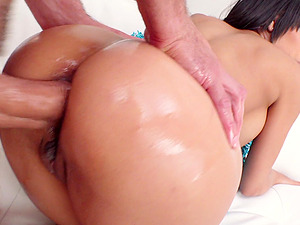 Gia Milana gets her pussy and ass pounded before an memorable facial