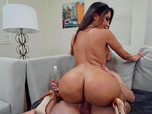 perfect body Lela Star wants to show her amazing fucking skills